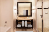who1299gb-163884-wow-suite-bathroom