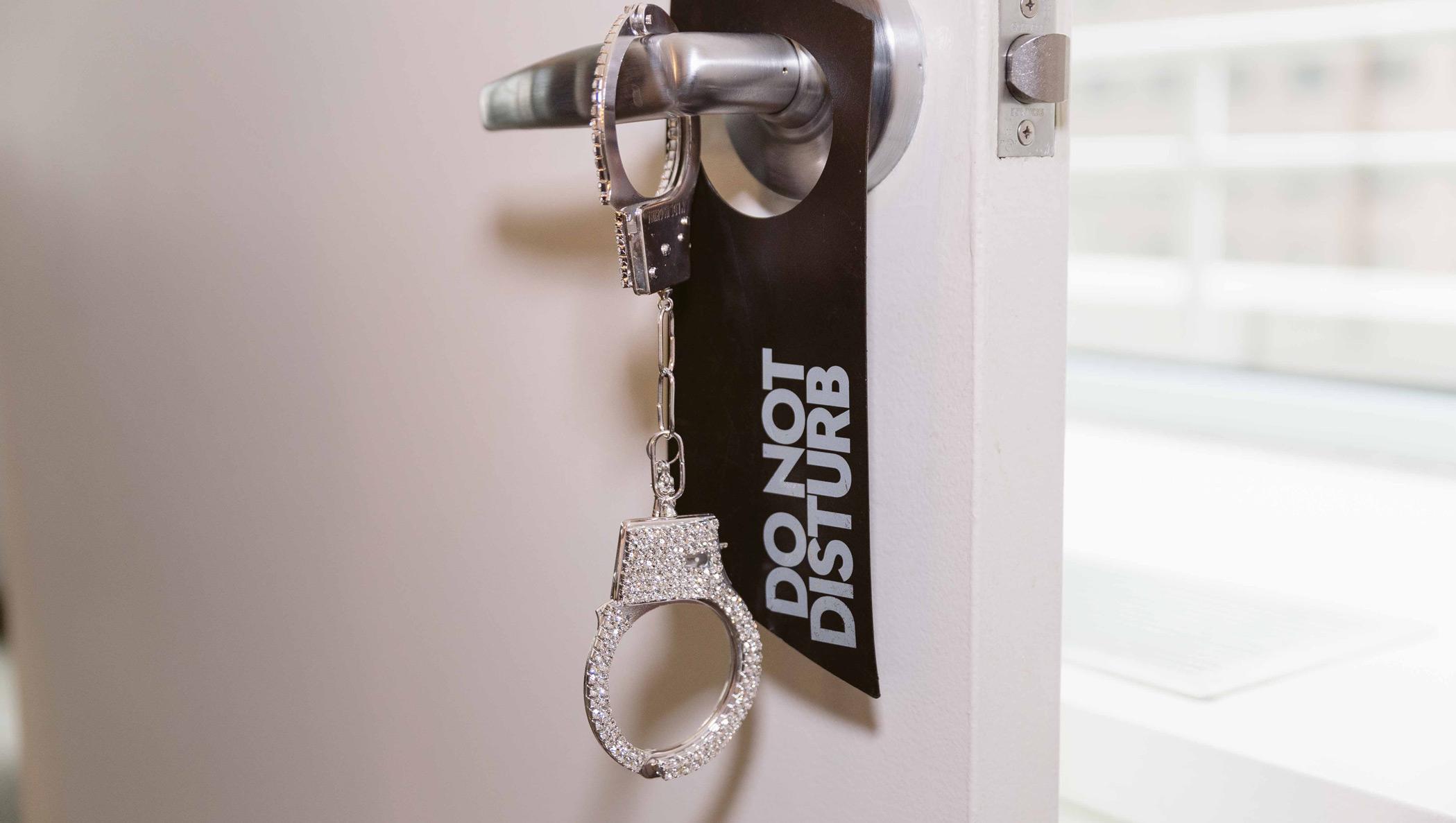 do not disturb door tag