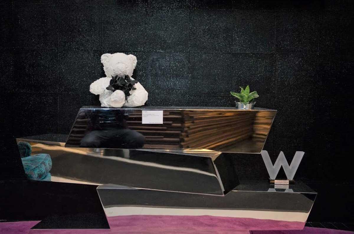 Teddy bear and glass W on silver blocks